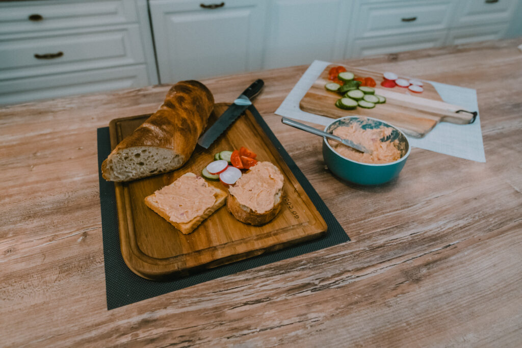 Canned tuna and cheese spread