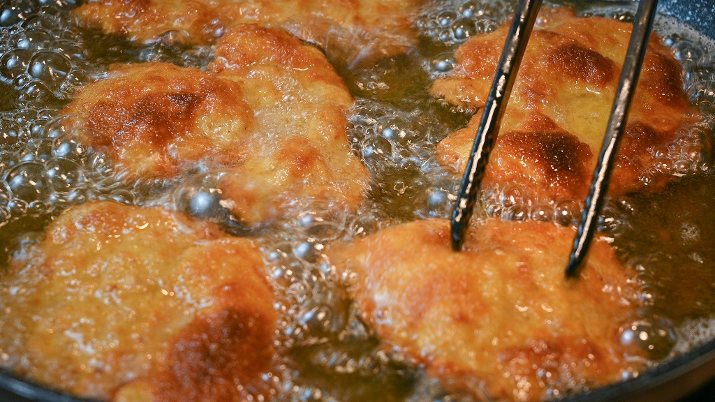 Aim for a golden brown color for the best schnitzels.