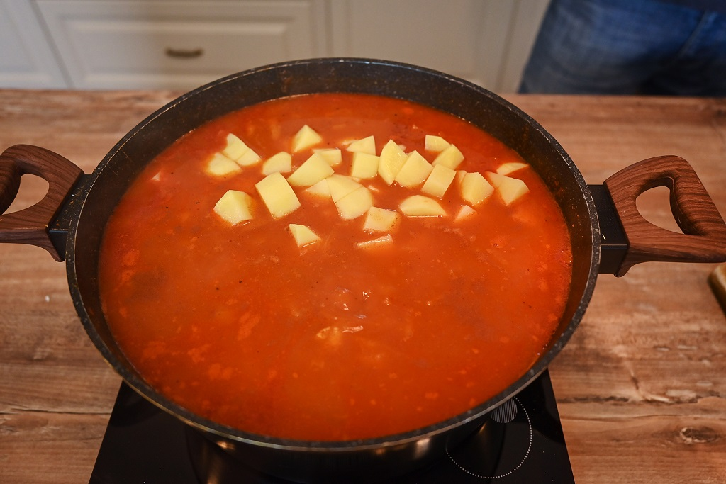 The tomato cabbage soups is almost ready.
